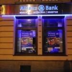 Oklejona szyba placówki Allianz w Warszawie
