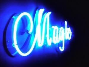 Niebieski neon reklamowy - Magic w Warszawie